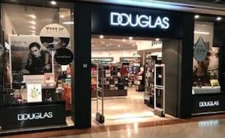 Douglas chiude 12 negozi a Roma: a rischio il lavoro di decine di donne (e non solo)