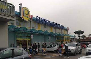Carrello si ribalta al supermercato, bimba di 16 mesi schiacciata: è gravissima