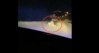 Sfreccia sul suo go-kart con la polizia alle costole: l'inseguimento dura oltre un'ora