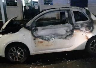 Ladri incendiano auto: poche ore prima la proprietaria, una 20enne, aveva sventato furto in negozio