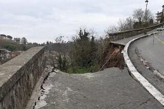 Frana a Valmontone: crolla la strada, evacuate le abitazioni sottostanti