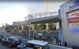 Furto finisce in tragedia: 30enne muore soffocato nel condotto d'aria del centro commerciale