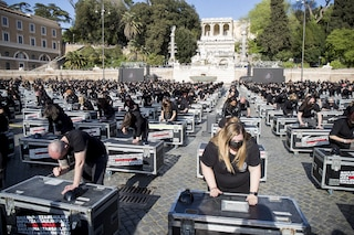 """A Roma mille bauli in piazza per il mondo dello spettacolo: """"Fateci lavorare"""""""