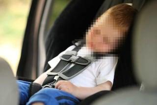 Roma, mamma abbandona figlio di due anni in automobile chiusa a chiave: salvato da un passante