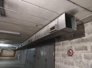 Mistero a Roma, trovato fucile nascosto nell'intercapedine di un garage: era stato rubato nel 1992
