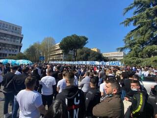 Funerali Daniel Guerini, in migliaia per l'ultimo saluto al calciatore della Lazio