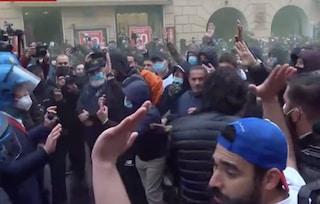 IoApro a Roma: 120 persone identificate, 6 in Questura e 2 pullman bloccati