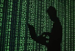 Paga un sicario sul Dark Web per sfregiare con l'acido l'ex fidanzata: arrestato