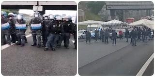 Protesta ambulanti contro Raggi: bancarelle sul Raccordo, traffico in tilt. Tensione con la polizia