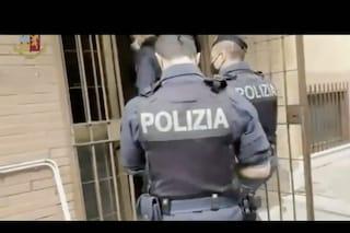Sgomberata palazzina occupata a Castel Giubeleo: 18 persone mandate via, 8 sono minorenni