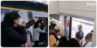 """Treno strapieno sulla Roma - Napoli, rivolta dei pendolari: """"Ogni giorno costretti a viaggiare così"""""""