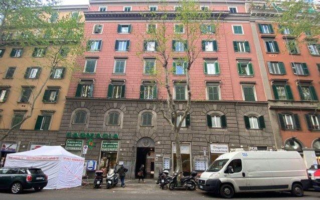 Il palazzo di via Merulana dal quale è precipitata la modella americana