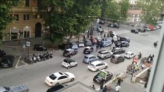 Rissa tra dieci persone fuori da un bar nel quartiere Prati: arrestati tre ragazzi di 23 anni