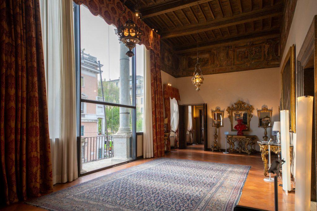 Palazzo Borromeo, sala della Loggia