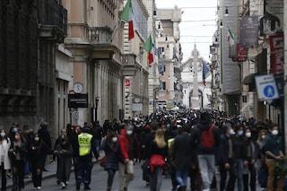 Centro di Roma troppo affollato: chiusa via del Corso per rischio assembramenti