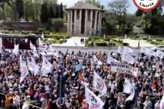 No vax in piazza a Roma contro obbligo vaccinale: cori contro Speranza