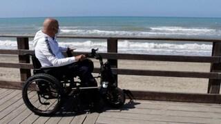 """Enzo malato di Sla non può raggiungere il mare: """"Anche noi disabili vogliamo fare il bagno"""""""