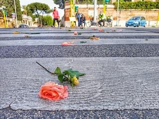 """Fiori in via Nomentana dove è stata investita e uccisa Elena Baruti: """"Auto troppo veloci"""""""