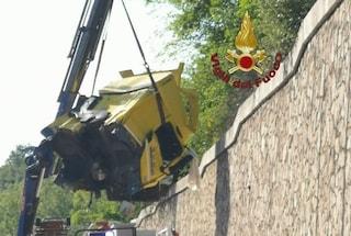 Incidente sull'autostrada A1, scontro tra due mezzi pesanti: tre feriti, uno è grave