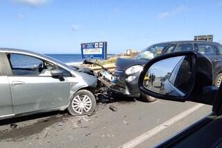 Incidente sull'Aurelia a Civitavecchia: scontro frontale tra due auto, lunghe code