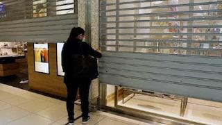 """Negozianti protestano al Centro Leonardo: """"Fateci aprire nei weekend"""""""