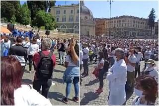"""Roma, migliaia di persone riempiono piazza del Popolo: """"Vogliamo cure domiciliari per il Covid-19"""""""