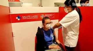 """Open Day Astrazeneca alla stazione Termini, gli over 40: """"Non vedevamo l'ora di vaccinarci"""""""