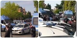 """Torrevecchia, polizia entra nel palazzo occupato: """"Abbiamo paura di uno sgombero"""""""