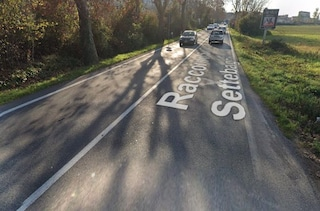 Auto invade la corsia opposta della Salaria, violento frontale con altra vettura: morto 67enne