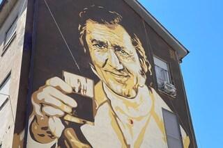 Inaugurato il murale di Alberto Sordi alla Garbatella: l'omaggio al Marchese del Grillo