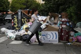 Napoli accoglierà 150 tonnellate di rifiuti di Roma al giorno: ma l'emergenza non è scongiurata