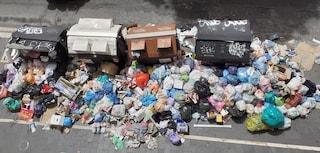 """Nelle strade di Roma cumuli di spazzatura, la denuncia dei cittadini: """"Siamo pieni di topi"""""""
