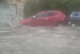 Maltempo a Roma: auto inghiottite dall'acqua, negozi allagati e incidenti. Il bilancio di ieri