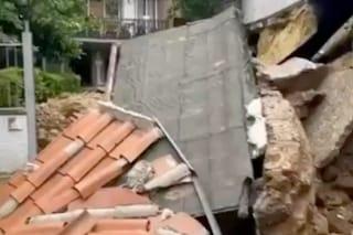 Nubifragio a Roma, crolla un muro in via Malcesine a ridosso di un condominio