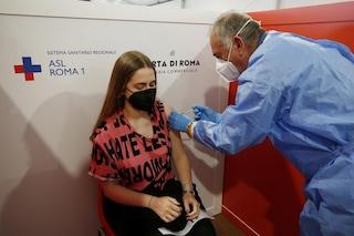 Da oggi prenotazioni aperte nel Lazio per 17-24 anni: quale vaccino viene somministrato