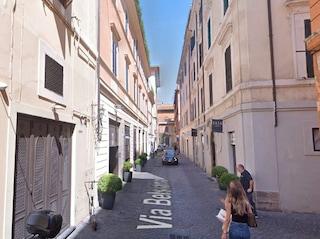 Precipita dal terzo piano di una palazzina al centro di Roma: grave ragazzino di 15 anni