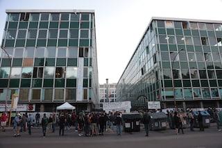 """L'alba a via del Caravaggio aspettando lo sgombero: """"Trattativa per una casa a tutti gli occupanti"""""""