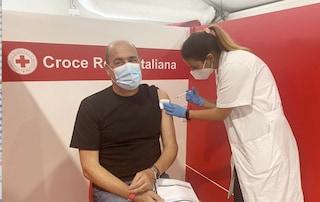 """Zingaretti: """"Seconda dose fatta! Vaccinarsi per tornare liberi chi dice il contrario è un bugiardo"""""""