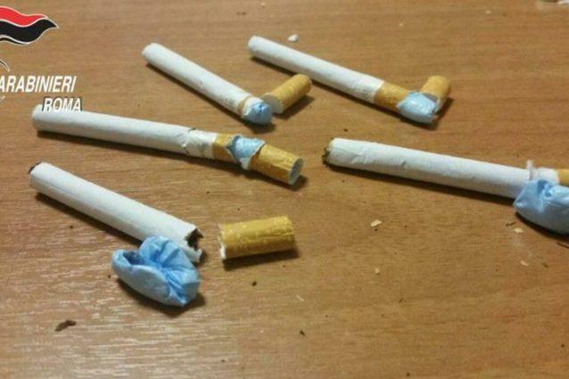 Droga nascosta tra le caramelle e nelle sigarette: arrestate 24 persone