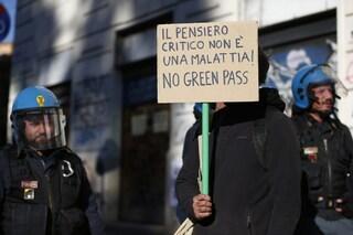 """Dottoressa aggredita da manifestante no Green Pass: """"Ho detto sono medico, mi ha dato una testata"""""""