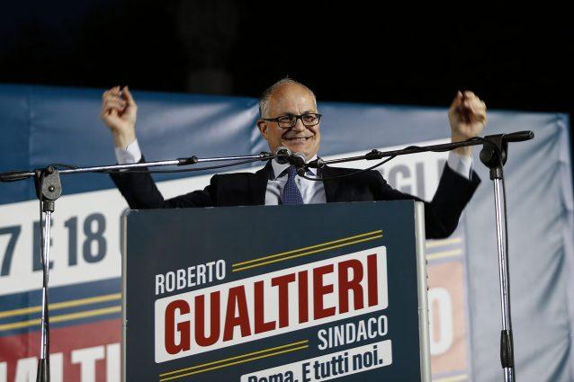 """L'ultimo appello al voto di Roberto Gualtieri: """"Sarò un sindaco ambientalista"""""""