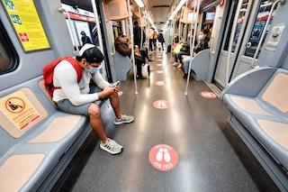 Milano, in metropolitana senza mascherina: multa da 400 euro per tredici persone