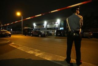 Cormano, sparatoria all'Eurospin: ferita una bambina di cinque anni. Fermato il rapinatore