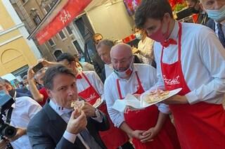 """I ragazzi autistici di Pizzaut offrono la pizza """"Dpcm"""" a Conte, lui: """"È migliore di quelli nostri"""""""
