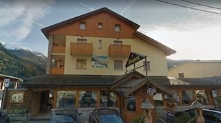 """Tamù, l'hotel del sindaco conserva ed espone oggetti e slogan fascisti. L'Anpi: """"Rimuovete tutto"""""""