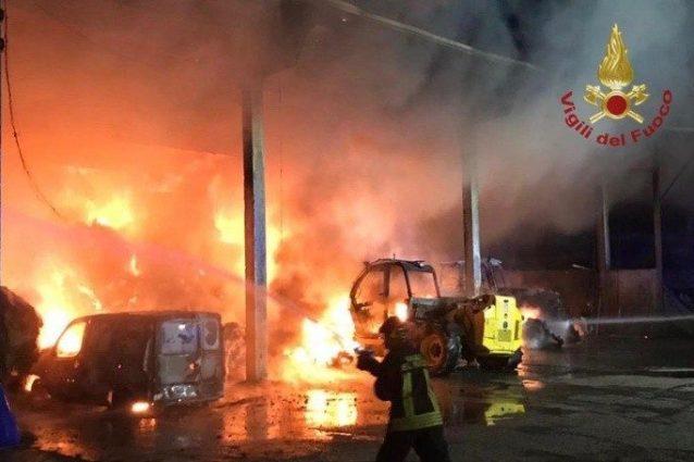 L'incendio (Foto: Vigili del fuoco)