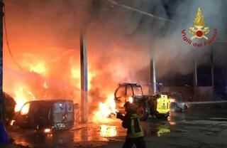 Pauroso incendio nella notte a Fontanella: in fiamme una cascina, bruciati 40 quintali di fieno