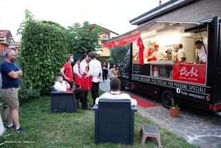 Autismo, il food truck dei ragazzi di PizzAut arriva davanti al Parlamento: pizze per l'inclusione