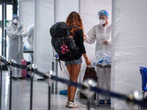 Tamponi in aeroporto (Immagine di archivio)