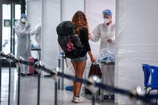 Negli aeroporti di Linate e Malpensa tamponi obbligatori per i passeggeri che arrivano da Parigi